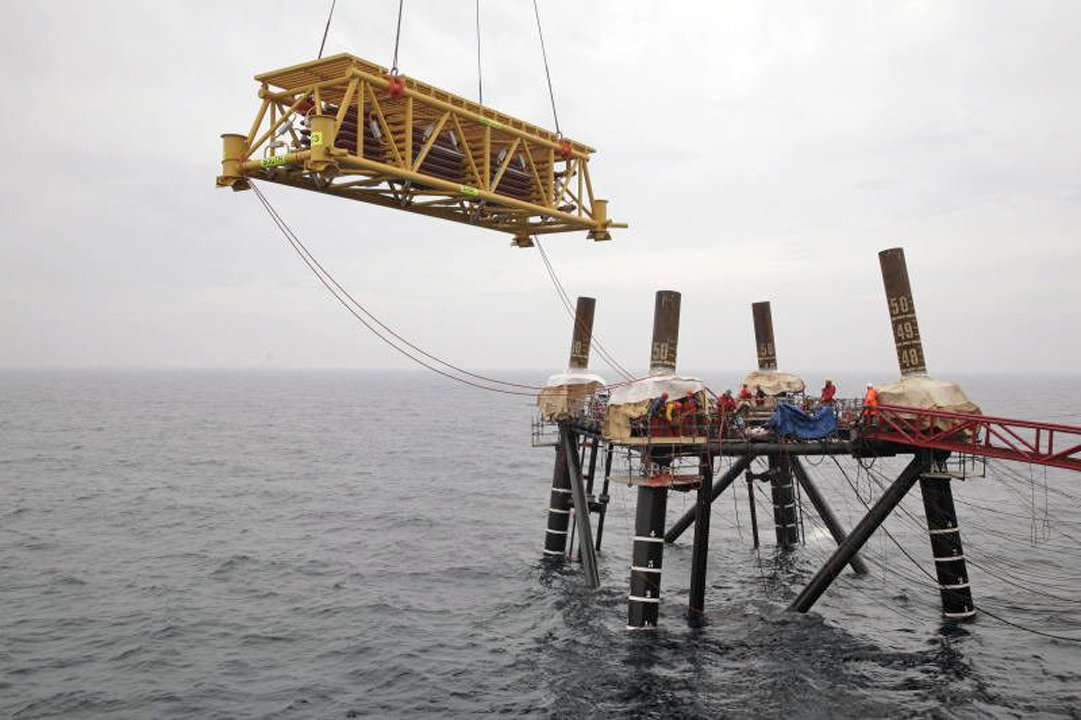 Transpot of a subsea cooler