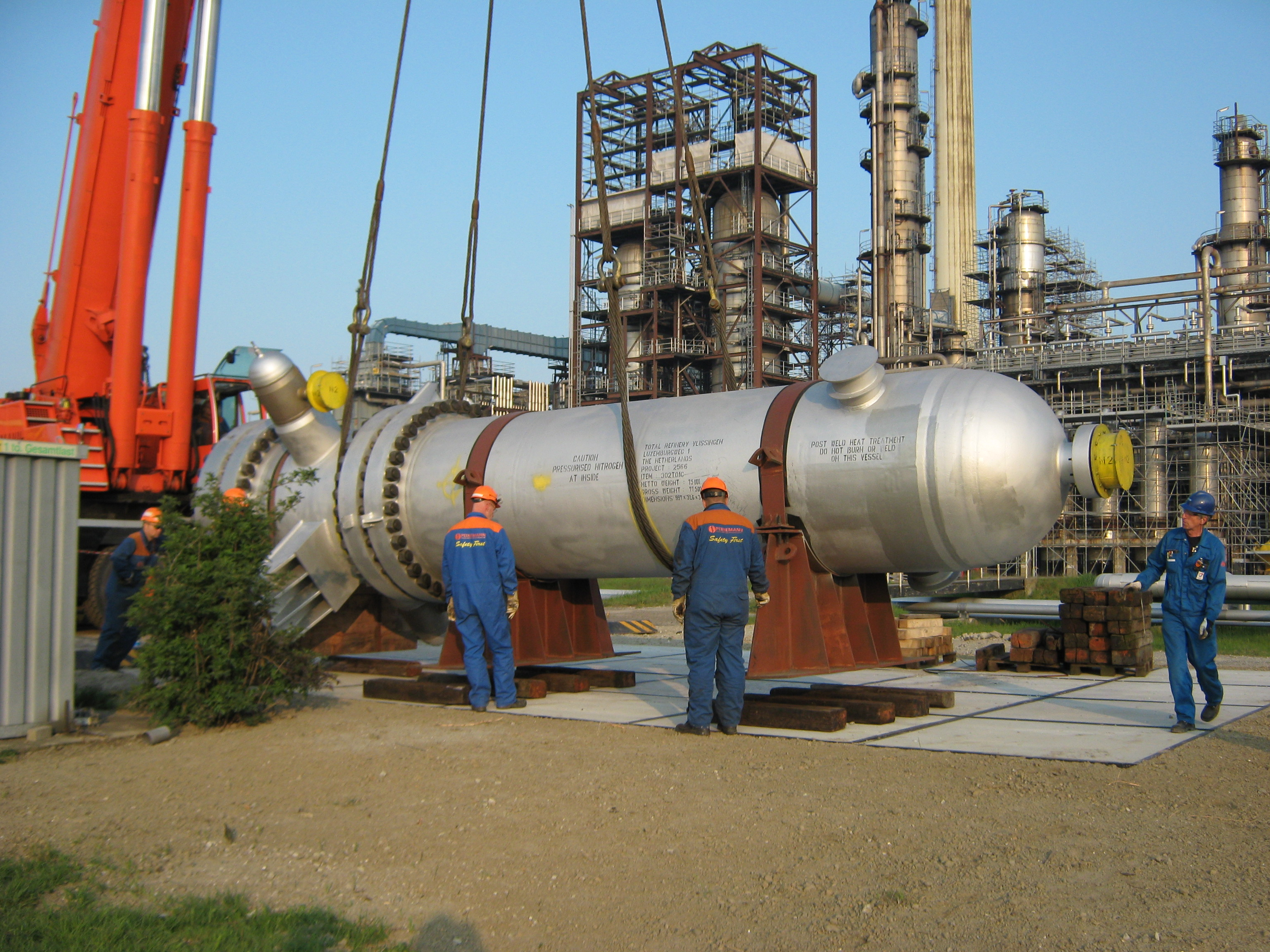 Shell & tube heat exchanger for hydrocracking process